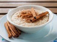 Рецепта Бърза диетична закуска / десерт с грис, прясно мляко, канела и подсладител за 15 минути